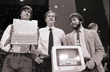 Стив Джобс, Джон Скалли и Стив Возняк представляют новый компьютер Apple IIc