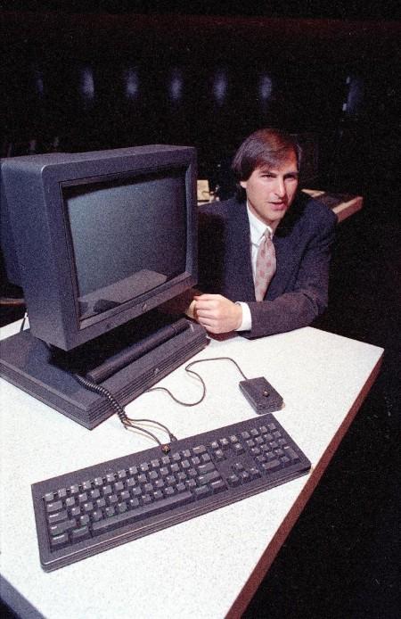 Стив Джобс демонстрирует новые NeXTstation. 1990 год.
