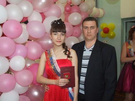 Дочь окончила школу с золотой медалью