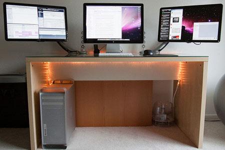 Невероятно удачное и эргономичное расположение трех мониторов на одном столе