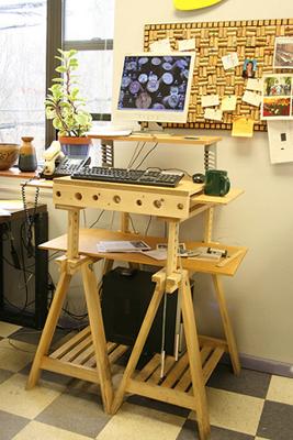 Все необходимое рядом и занимается минимум места на столе-конструкторе