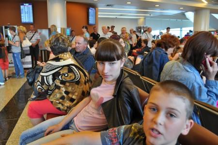 Дочь и сын в ожидании рейса на Краснодар